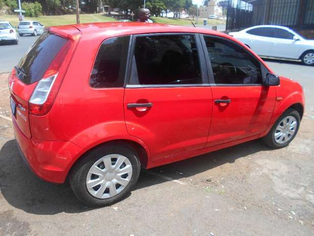 Ford figo 2013 model 1.4 red in color hatshback 14000km R89000 Johannesburg CBD - image 3