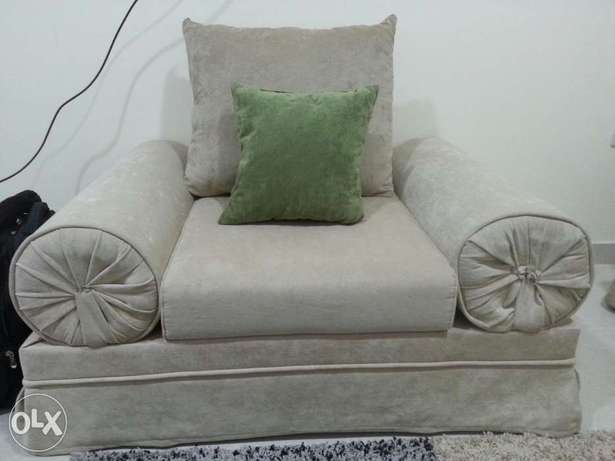 6 Setter sofa set as show in Picture
