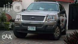Really Clean Ford Explorer XLT 2006