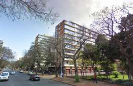 1 bachelor flat to let in down town Pretoria (Oranjehof 2004)