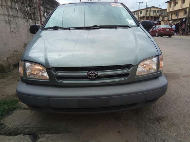 Toyota sienna 2000 model CE Low mileage fabric seats chilling Ac Surulere - image 2