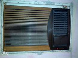 National window unit Airconditioner. 1.5 HP. Working and cooling perfe