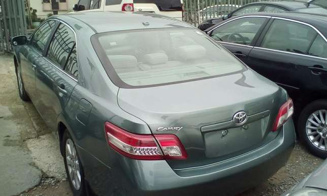 Super Clean 2011 Toyota Camry Lagos Mainland - image 3