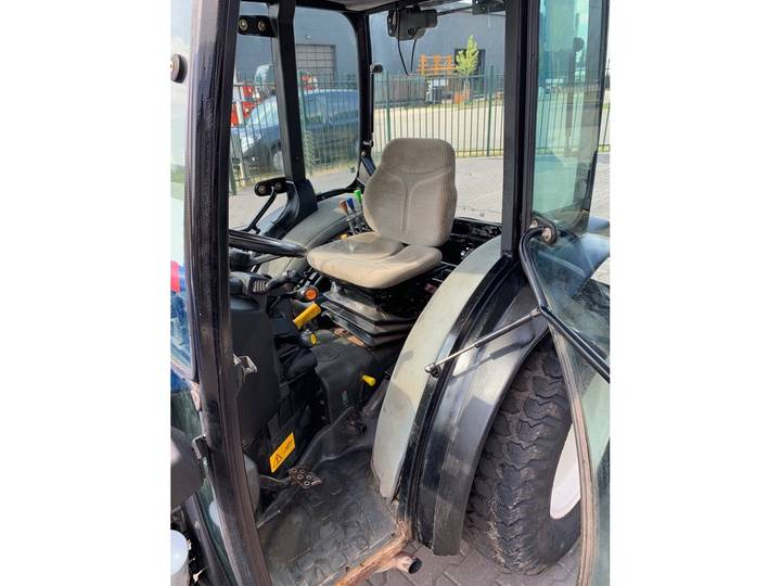 New Holland TCE 40 Tractor - 2006 - image 6