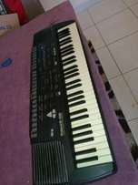 Roland E 28 intelligent synthesiser arranger keyboard