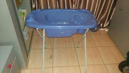 Chelino baby bath and stand