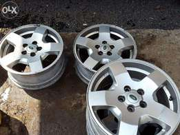 Land Rover Discovery 3 Alloy Wheels 18inch Genuine LR