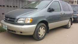 Few months used (first body) Toyota Sienna for sale