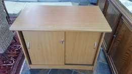 Nice credenza for sale. With sliding doors and a key. R1700 Neg.