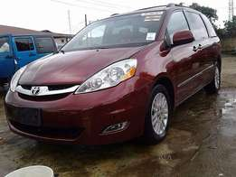 Tokumbo Toyota Sienna  (2008) very cheap