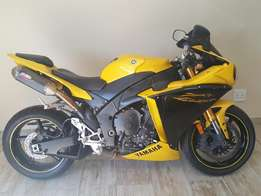 2009 Yamaha R1 - Big Bang