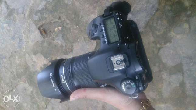 Canon 7d +grip + battary & charger
