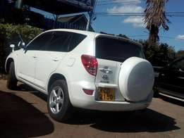 Toyota rav4 pearl white Lady own in qk sale