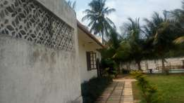 5 bedroom apatment in 3/4acre For Sale near coast Academy Nyali,
