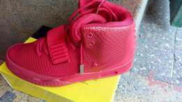 Nike Yeezy Sneakers/shoes