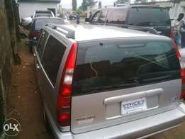 Neatly Sharp Toks Volvo Wagon V70 01
