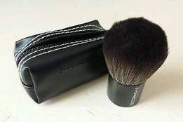 Mac make-up brush