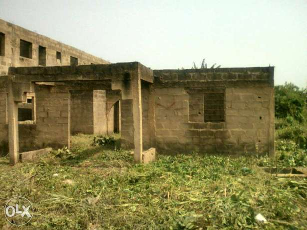 5.7acres of land at PTI junction in Warri for sale Warri - image 4