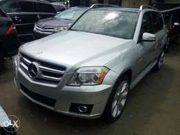 Just arrived 2010 Mercedes Benz GLK350 4matic. Silver. Full option