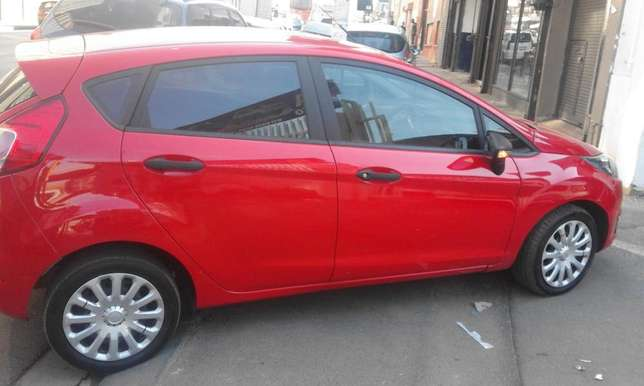 Ford fiesta 2014 model red in color 39000km R143000 with full service Johannesburg CBD - image 5