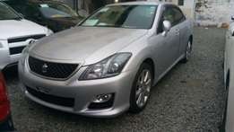 Toyota Crown Athlete KCM number 2010 model loaded with alloy rims,