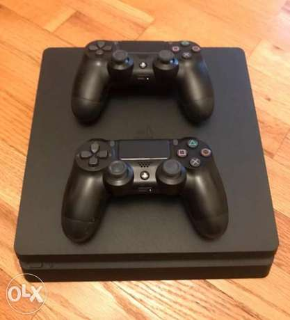 Ps4 slim+2 controllers⁷