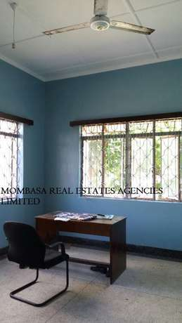Bungalow commercial house for rent at 100k Mombasa Island - image 2