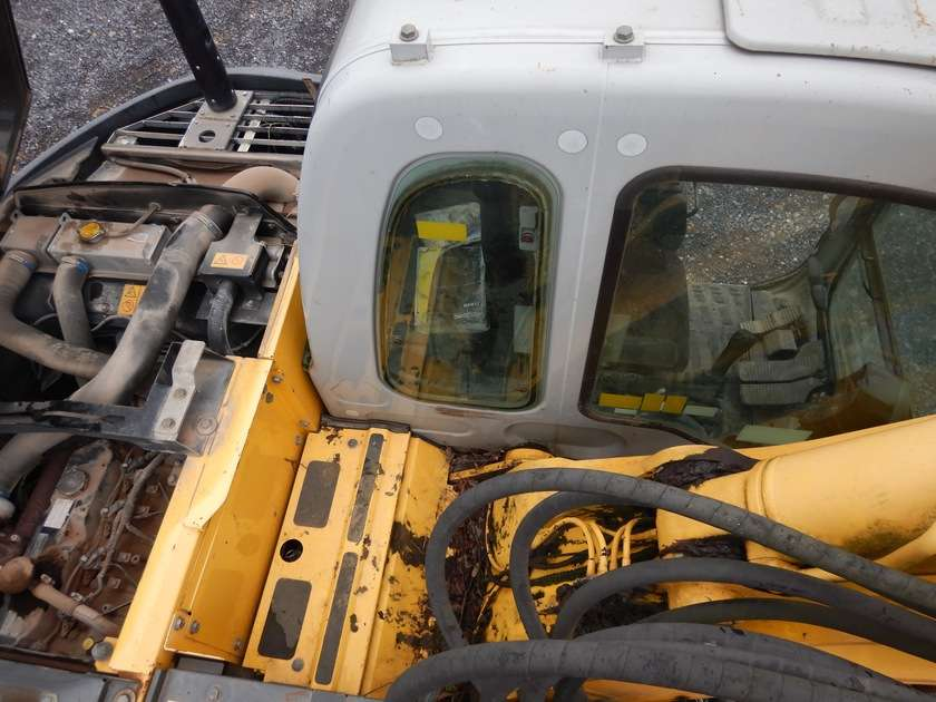 New Holland E135BSR-2 - 2009 - image 33