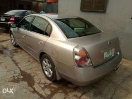 A smooth and neatly used 2005 Nissan Altima, ac chilling, leather, cd.