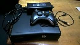 xbox 360 slim comes with controller and a free game