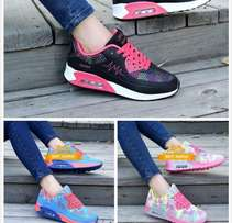 Nice fitting Female sneakers