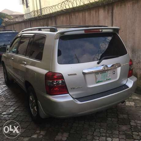 Few months used Toyota Highlander 3seater for grabs Amuwo Odofin - image 8