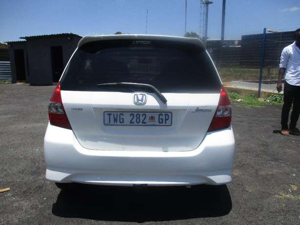 2007 Honda jazz 1.5, 5-Doors, Factory A/c, C/d Player, Central lock. Johannesburg CBD - image 2