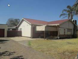 4 Bedroom house for Sale in Geduld