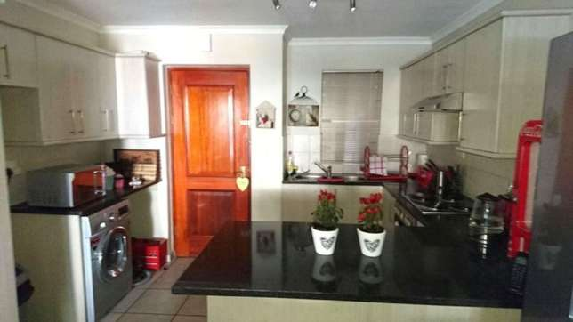 Flat to rent Sea Point - image 5