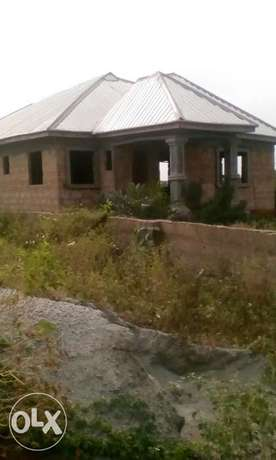 4bedrooms Bungalow with Aluminum roof, all ensuit Benin City - image 3