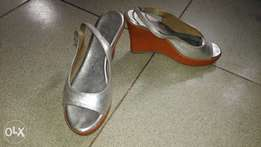Comfy silver wedge shoe for sale (size 41/42)