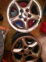 Land Rover 16 inch rims set off 5 rims