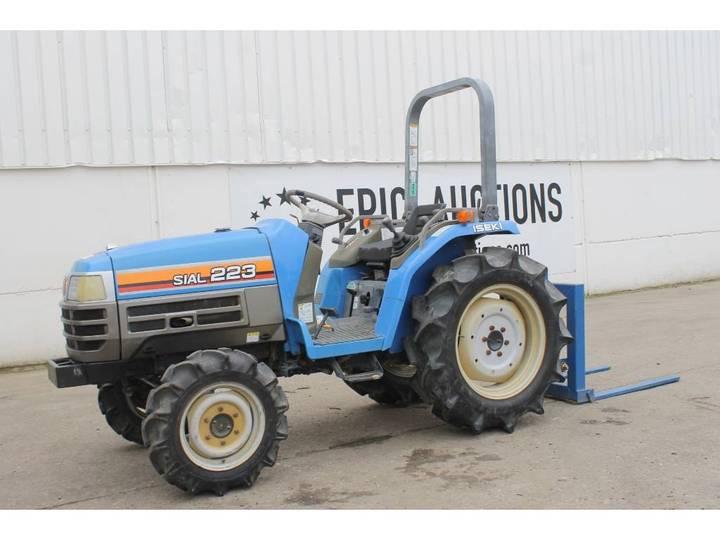 Iseki Sial 223 Mini Tractor Met Palletdrager