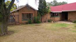 House with flat and swimming pool Prys verlaag