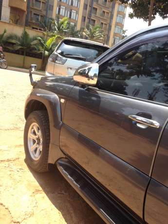 A Prado TX on quick sale Kampala - image 5