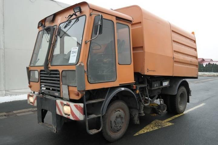 IFA KM 2301 road sweeper - 1986