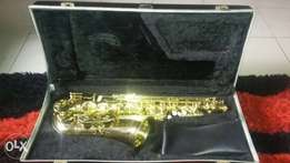 Diamond speak alto sax up for grab