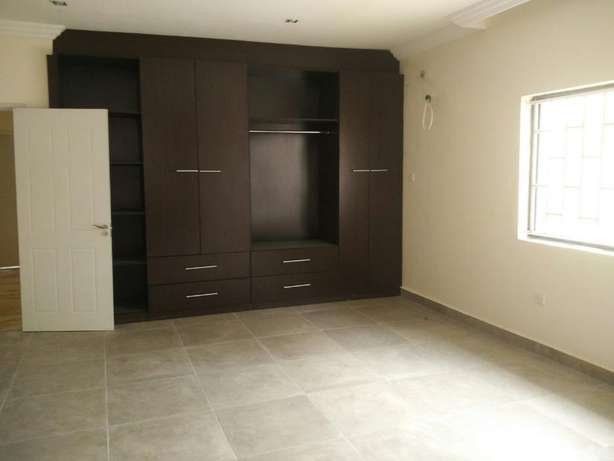 A fantastic and unique 4 bedrm semi-detached to let at Parkview Estate Ikoyi - image 2