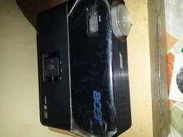 Acer p1100 DLP Projector like new