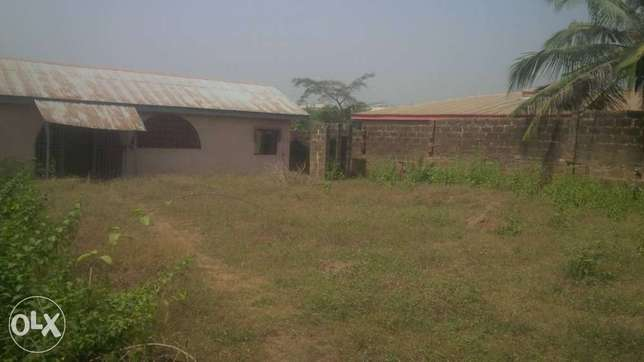 2 bedroom bungalow on about 800sqm of land at Ologuneru area Ibadan Ido - image 1