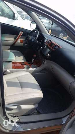 Nigerian Used Toyota Highlander 2009. 3-Row Seat, Excellent Condition. Lagos - image 3