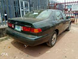 A clean and neatly used 2001 Toyota camry, ac, cd, alloy, fabrics.