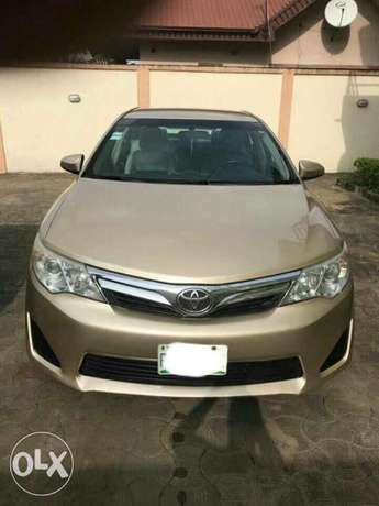 very clean few months used Toyota Camry 2013 leather with full option Apapa - image 1