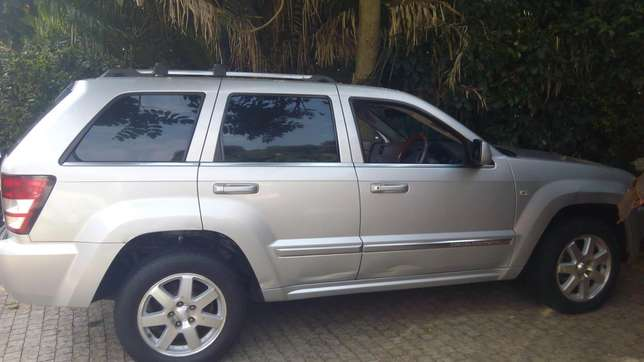 JEEP GRAND CHEROKEE local on sale. Going for 2.3m Nairobi CBD - image 5